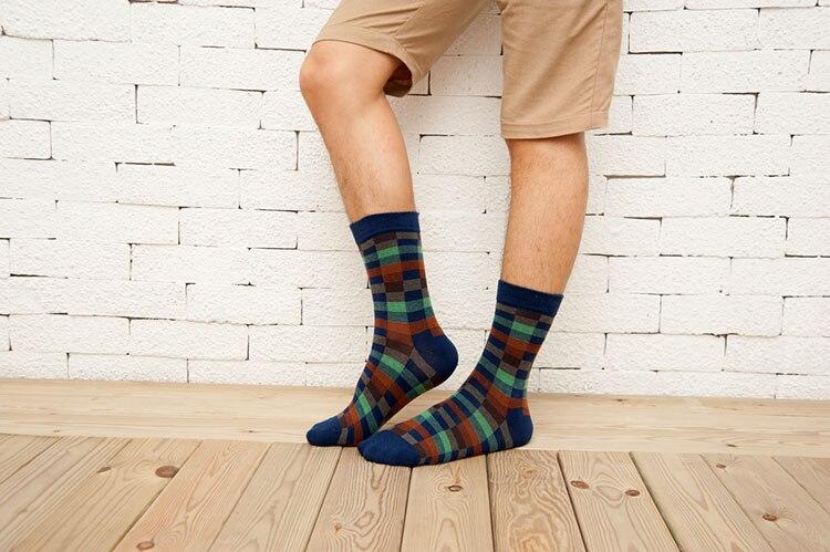 New Autumn Winter Cotton Men Socks Rush Color Crew Socks Wholesale Korean Classic Plaid Male Socks Warm Calzini Funny Meias