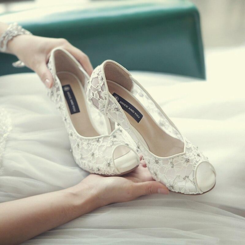 47dd141c9 Hand-crafted Flores Sapatos De Noiva Bonita Impressionante Vestido de Noiva  Sapatos de Salto Alto Peep Toe Branco Sapatos de Casamento Do Laço de  Cristal do ...