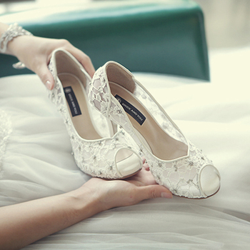 Hand-crafted Flowers Bridal Shoes Pretty Stunning Heeled Bridal Dress Shoes Peep Toe White Lace Wedding Shoes Crystal Prom Pumps