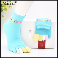 Hot Sale Simple Print Pattern on the Tube Solid with Various Colors Toe Middle Height Tube Style Cotton Woman's 5 Toe Socks