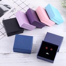 Czarne pudełko z biżuterią 9x9cm naszyjnik kolczyki bransoletki pudełka na prezenty papierowe opakowanie na prezenty z czarna gąbka może spersonalizowane logo 12 sztuk