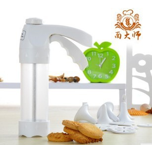 An indispensable tool for baking cookies flower-die mold gun 12 +6 Decorating Kit mouth