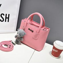 купить 2019 new women Luxury handbags, simple fashion flap, bear ornaments woman messenger bag, Korean version shoulder bag. по цене 1285.69 рублей