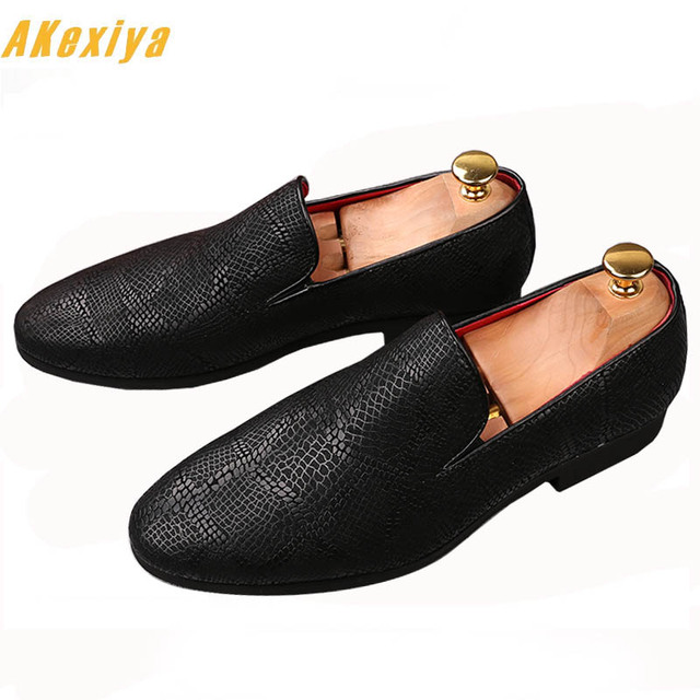 Men Trendy 2018 pointed Black Oxfords Casual Shoes Male Homecoming Dress  Wedding Party Prom shoes Sapato Social zapatos 1da5ad8fc85e