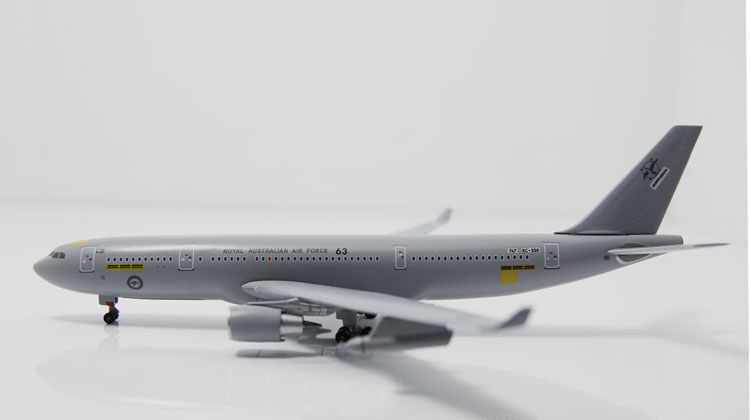 Fine Dragon 1: 400 56268 Royal Australian Air Force A330-200 Alloy aircraft model Collection model Holiday gifts intex монстр шина с ручками 114 см арт 56268