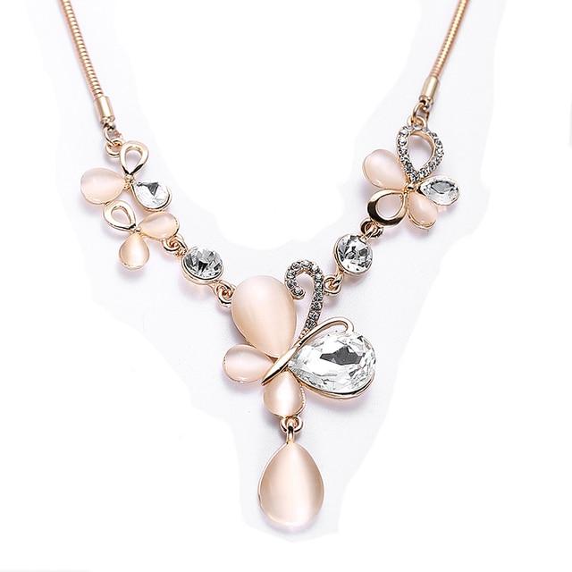 262bd1f5d2df LYIYUNQ moda temperamento Opal collares para mujer strass gran colgante  collar clásico mariposa cristal joyería fina