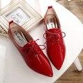Moda retro estilo británico talón plano de charol zapatos de las mujeres profunda boca punta estrecha atan para arriba oxfords pisos plus size 35-41