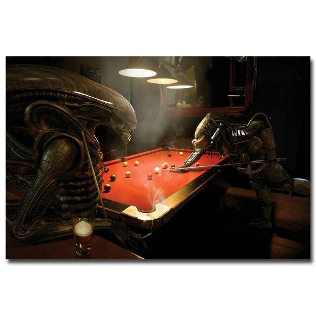 Плакат гобелен шелковый Чужой против Хищника играют в бильярд