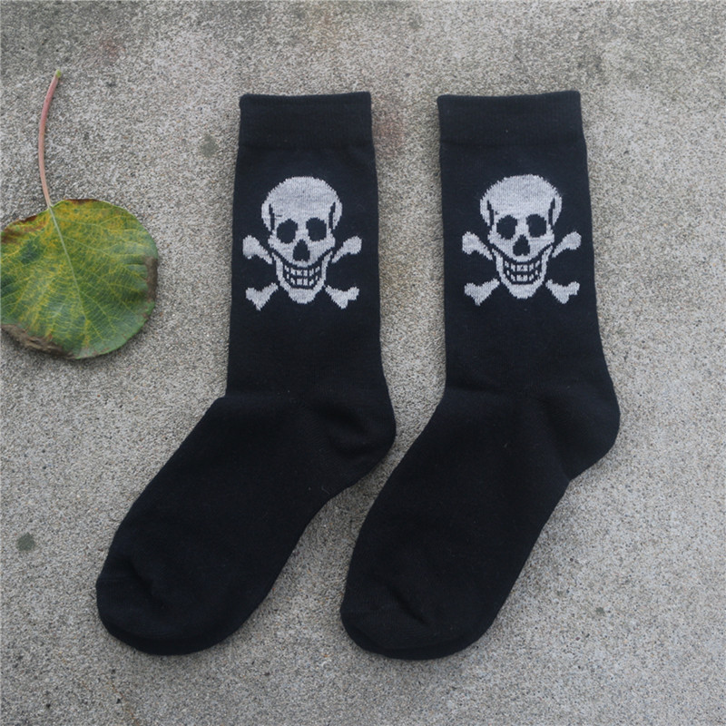 1 pairs/lot Hot 2017 New Cotton Material Skull Pattern men and Women's Socks Cool Casual Socks Meias  unisex free Shipping