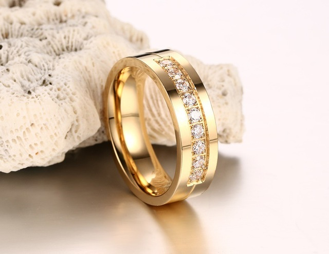 женские и мужские кольца из нержавеющей стали с фианитом фотография