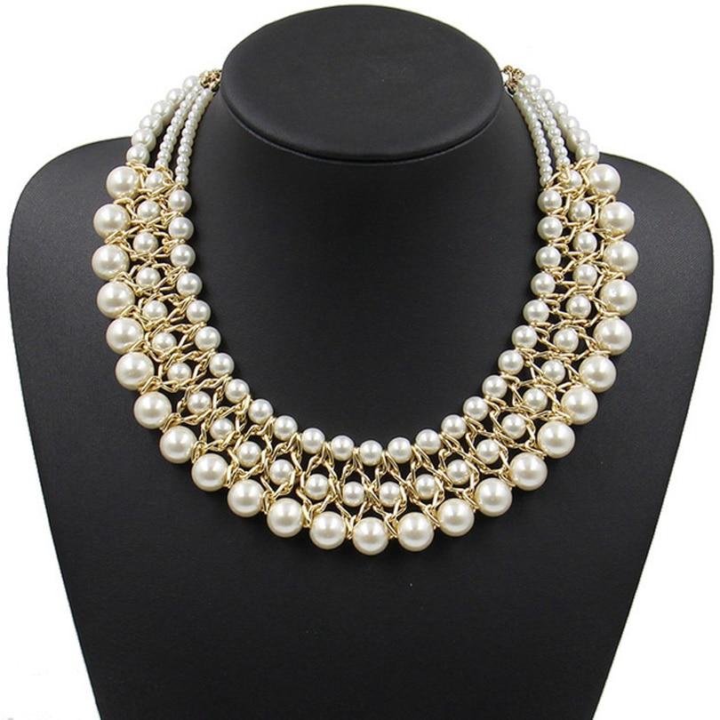 la femme au collier de perles