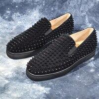 Модные мужские туфли; черные замшевые Роскошные слипоны с заклепками и круглым носком на плоской подошве; стильная популярная обувь; мужски