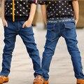 Новое прибытие мальчики джинсы весна 2017 дети весна повседневная синий лоскутные письма карманы джинсы джинсовые брюки 3-8 лет!