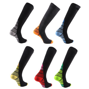 Image 1 - 6 זוגות גרבי דחיסה עבור גברים נשים נגד עייפות גרבי דחיסה טיסה נסיעות Boost סיבולת רגל כאב הקלה להלן גרביים
