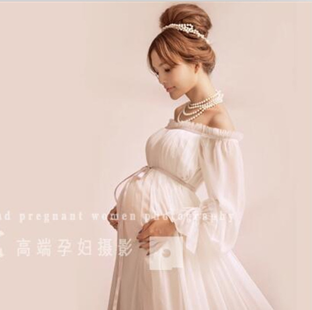 fd94f216e2086 Retro Style Pregnancy maternity photo shoot long dress Nightdress White  Maternity Lace Dress Pregnant Photography Props