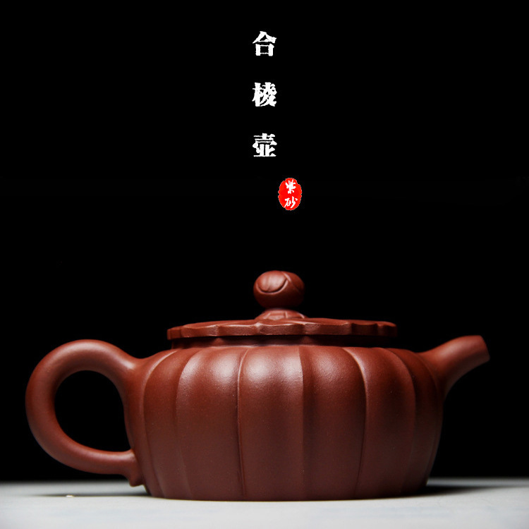 Liu Shaoming, a famous Yixing purple clay pot artist, makes custom-made traveling tea sets for Heling purple clay teapotLiu Shaoming, a famous Yixing purple clay pot artist, makes custom-made traveling tea sets for Heling purple clay teapot