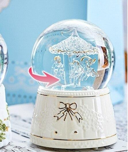 Boîte à musique de boule de cristal de Globe de neige de cadeau de noël, haut parleur en bois de Bluetooth-in Figurines et miniatures from Maison & Animalerie    1