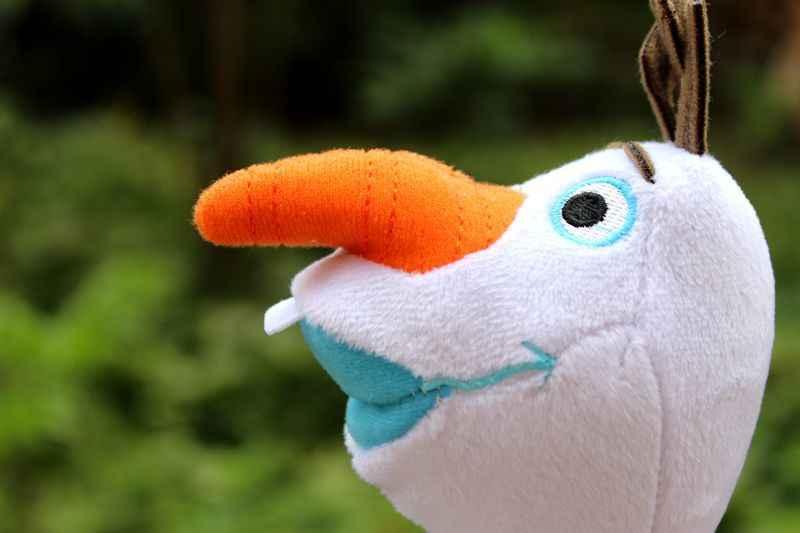 23cm Olaf de Anime de dibujos animados juguetes de peluche muñeco de nieve Olaf de peluche suave muñeca de regalo de los niños