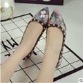 Impresa de la señora de Cuero de La Vendimia Más El tamaño 41 Apliques Flores Remaches Dedo Del Pie puntiagudo Partido Zapatos del Holgazán de Las Mujeres y la Bolsa de Italia En plana