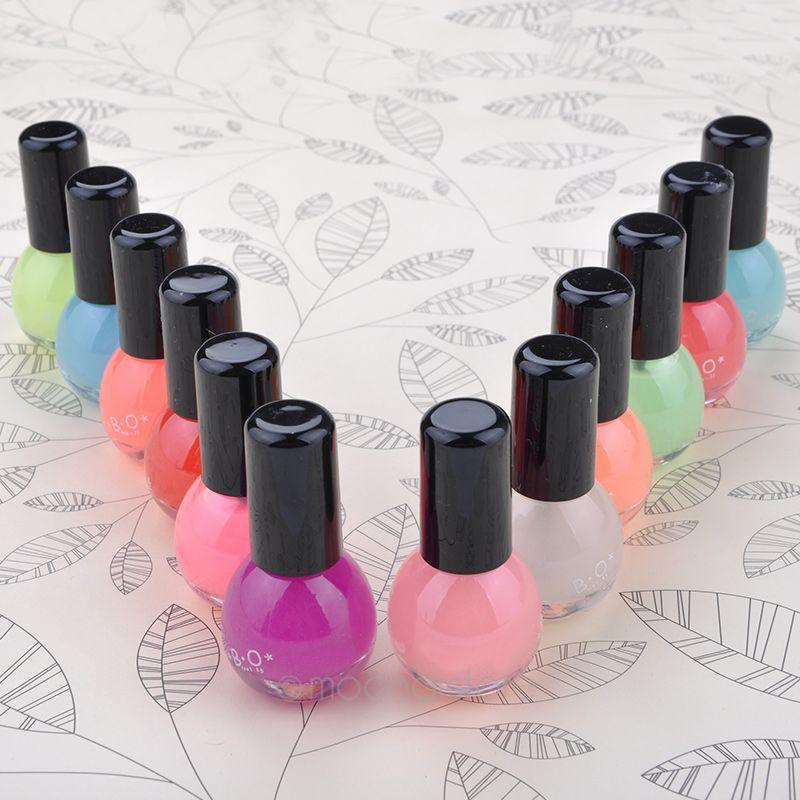 Esmalte de uñas Esmalte para todo tipo de uñas, incluso las más sensibles, debido a su alta tolerancia a la fórmula. Suaviza la uña, fortalece la calidad y se regenera con la vitamina E, la biotina y la cisteína.