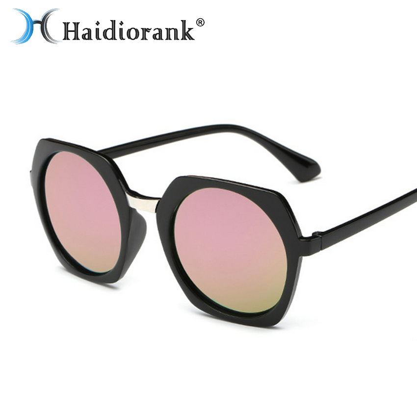 Óculos de sol Para As Mulheres Designer de Marca 2017 Nova Moda de Luxo Do  Vintage de Plástico Moderno Retro Losango Quadrado Rosa Óculos de Sol  Feminino 0b469ba3c1