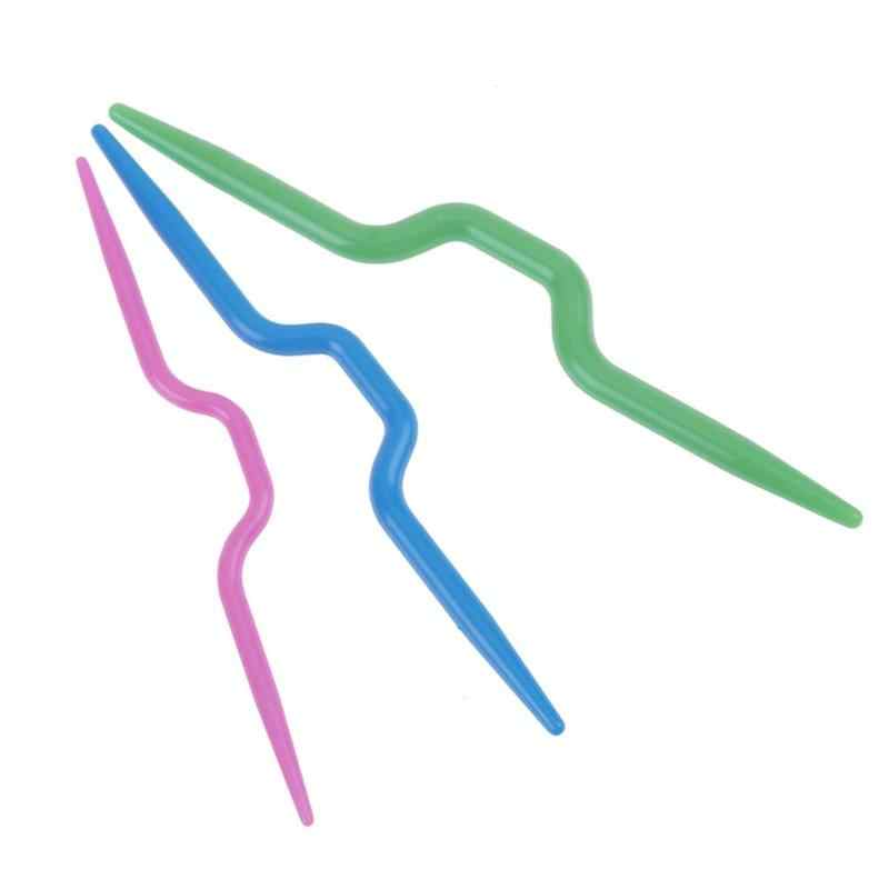 3 pz/lotto Curvo Crochet Gancio di Plastica Aghi di Lavoro A Maglia Sciarpa Maglione Torsione Tessitura Strumento Per Cucire Accessori 3 Colori
