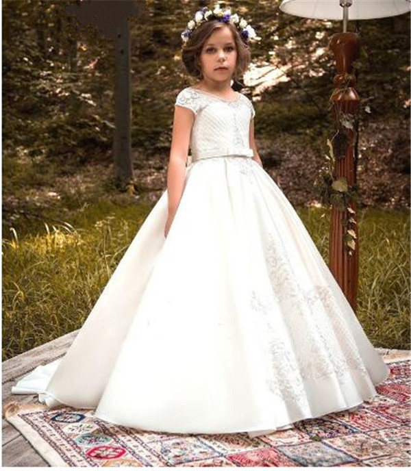 Luxury Customized White Lace Flower Girls Dresses for Wedding 2018 Ball Gown Girls Communion Dress Size 2-16YLuxury Customized White Lace Flower Girls Dresses for Wedding 2018 Ball Gown Girls Communion Dress Size 2-16Y