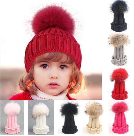 100% Real Pele De Guaxinim pompons Bola Crianças Inverno Quente de Pele De Raposa chapéu Para Meninos Das Meninas Do Bebê Cap Crochet Gorros Crianças Malha Chapéus