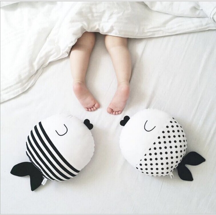 New Nordic 40cm Black Fish Pillow Kids Fish Toys Soft Decorative Stuffed Cushion Cartoon Baby Pillow Decorate Nursery Room Decor Home Textile