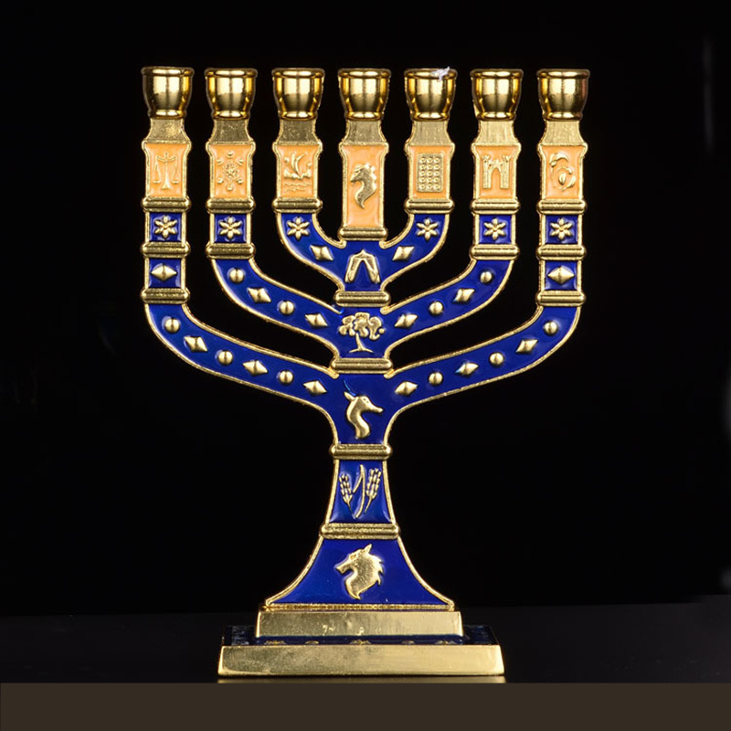חנוכה חנוכייה יהודית יודאיקה ישראל בציר פליז חנוכה מציג