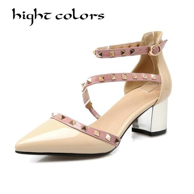 a3129618362c5 Femmes Chaussures New Summer PU Europe Amérique Sandales Pointu À Talons  Dames Sandales Slipper Blanc Noir