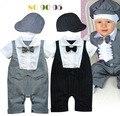Los bebés varones verano caballero romper + sombrero de rayas pantalones del bebé del algodón mono de encaje pajarita niño traje de boda de la iglesia ropa