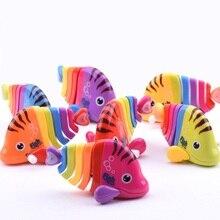 Мини заводная Рыбка, милые маленькие цветные игрушки, заводные на цепочке, Детский Рождественский подарок, случайный цвет