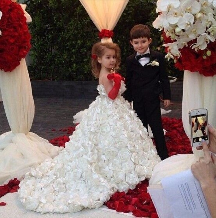 Special Rose Flower Pattern White Flower Girl Dress With Court Train