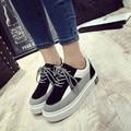 Versão coreana do 2017 Outono e Inverno Novo Fundo Grosso estudantes Sapatos de Plataforma Plana Dedo Do Pé Redondo Rendas Até Sapatos Casuais Mulheres