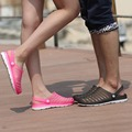 El Tamaño grande de Verano para hombres Zuecos zuecos klompen cómoda playa zapatos del jardín del agujero del color del caramelo pisos Men Shoes