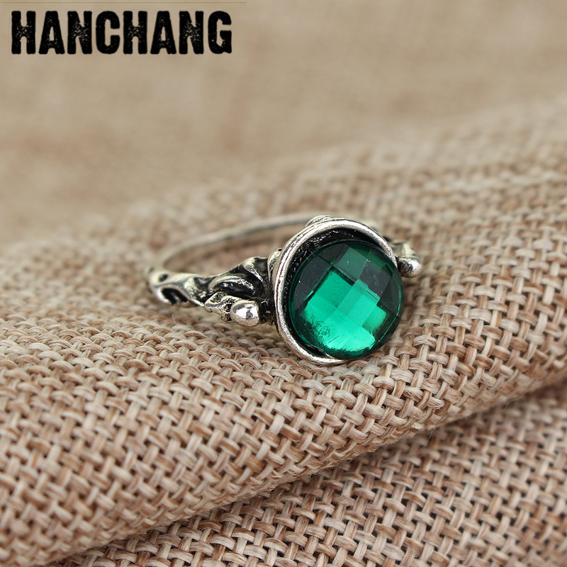 Wholesale Movie Pirates Of The Caribbean Ring Captain Jack Sparrow Death Finches Skull Green Crystal Stone Finger Ring