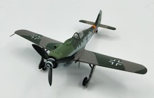 1:72 German FW190D-9 fighter model  finished 37265