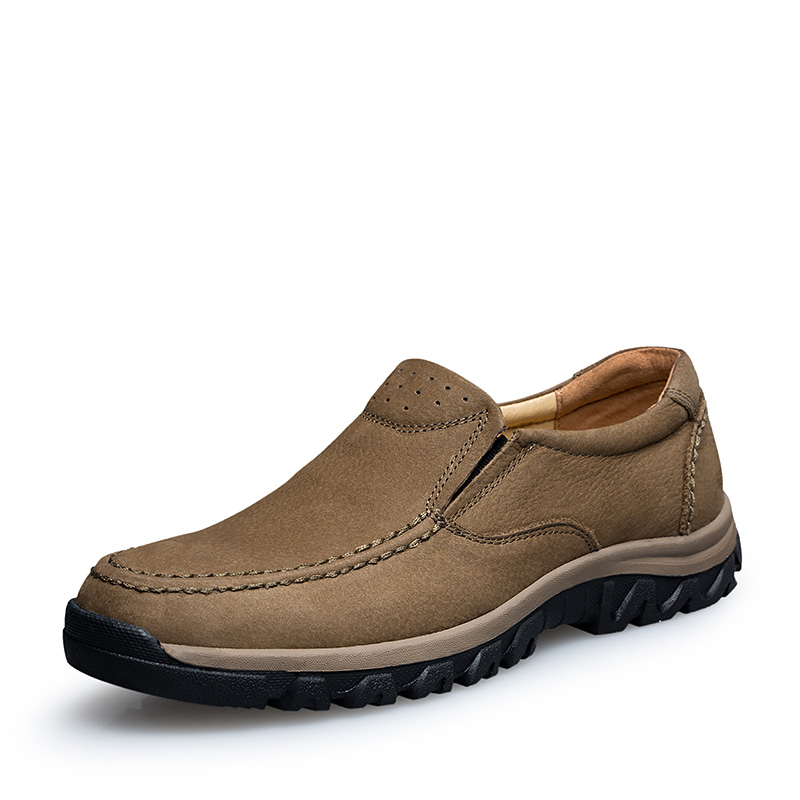 2019 New Big Size Men Hiking Shoes Leather Slip On Mountain Climbing Sneakers for Men Spring