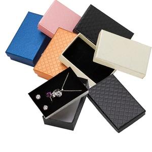 Image 1 - 32pcs Sieraden Doos 8x5CM Ketting Ring Box voor Sieraden Multi Kleuren Sieraden Verpakking Geschenkdozen Oorbel display Zwarte Spons