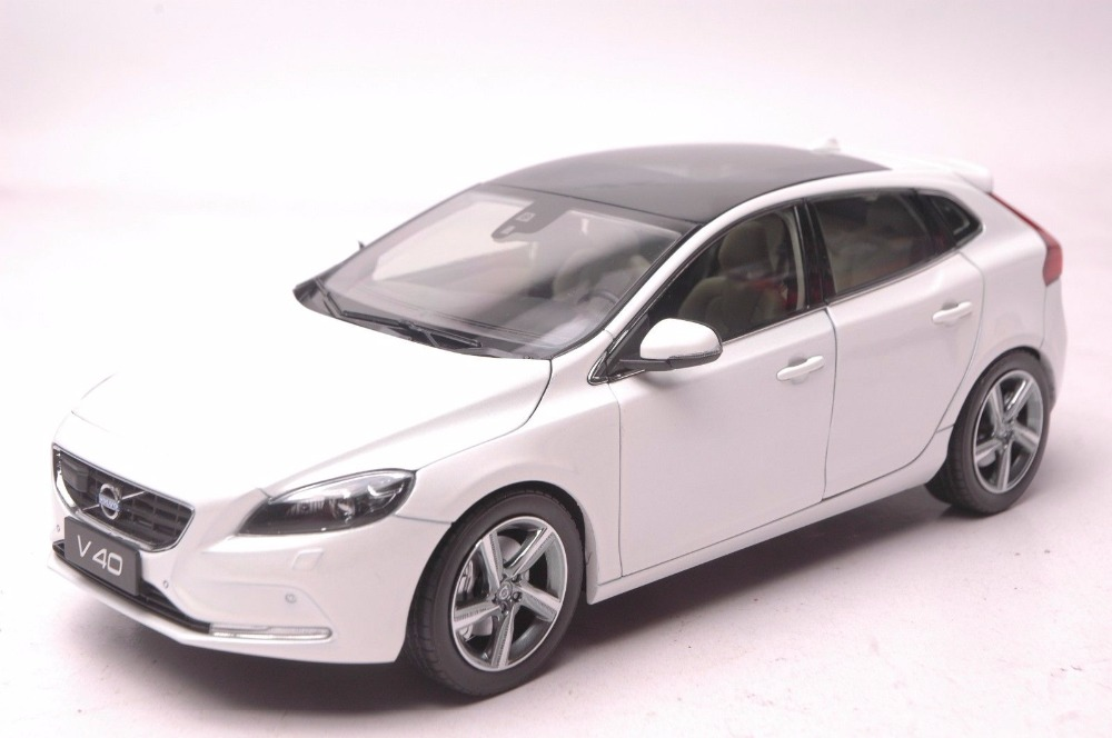 1:18 Diecast Model For Volvo V40 2016 White SUV Alloy Toy Car Miniature Collection Gifts XC 90
