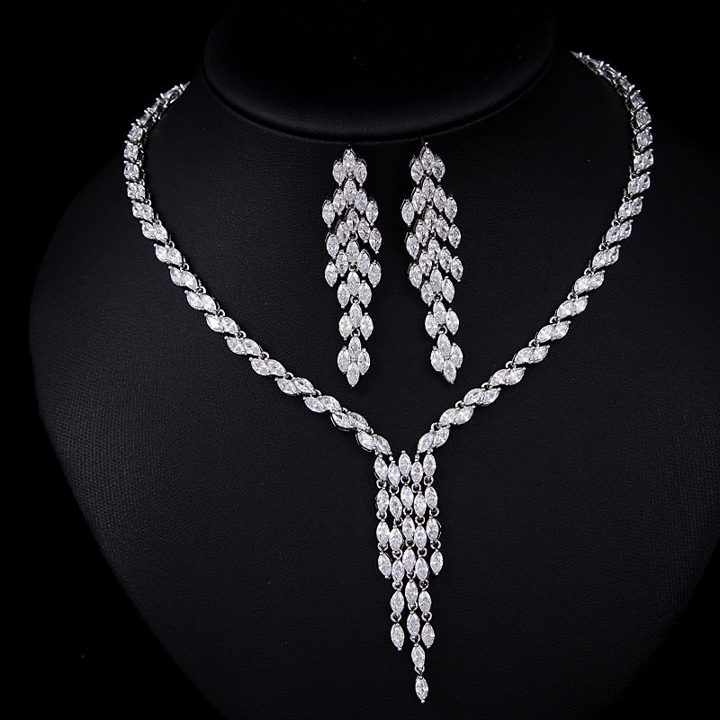 Fancy Design 18K White Gold Platinum Plated inlaid Top Cubic Zircon