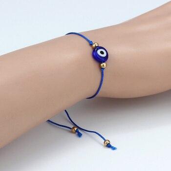 bracelet en fil avec mauvais oeil