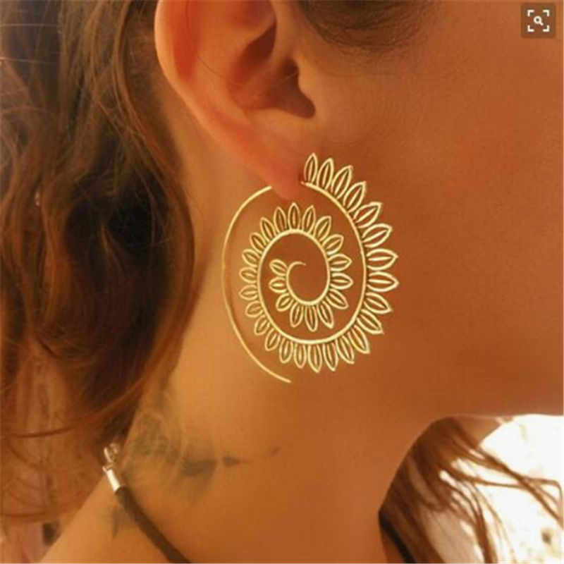 New Simple Hollow Pattern Spiral Hook Earrings For Women Exaggerated Circle Leaf Whirlpool Gear Earrings Jewelry e0446