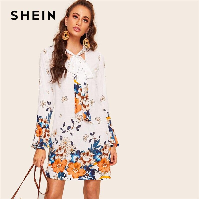 Шеин с галстуком-бабочкой колокол рукавом Туника цветочный принт Boho мини платье Весна для женщин Стенд воротник повседневное отпуск белое