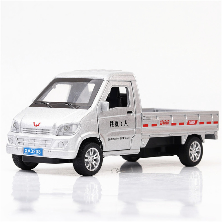 1:32 Wuling China Mini Truck Alloy Car Model With Sound And Lights Pull Back Kids Educational 3 Doors Metal Car Toy For Children
