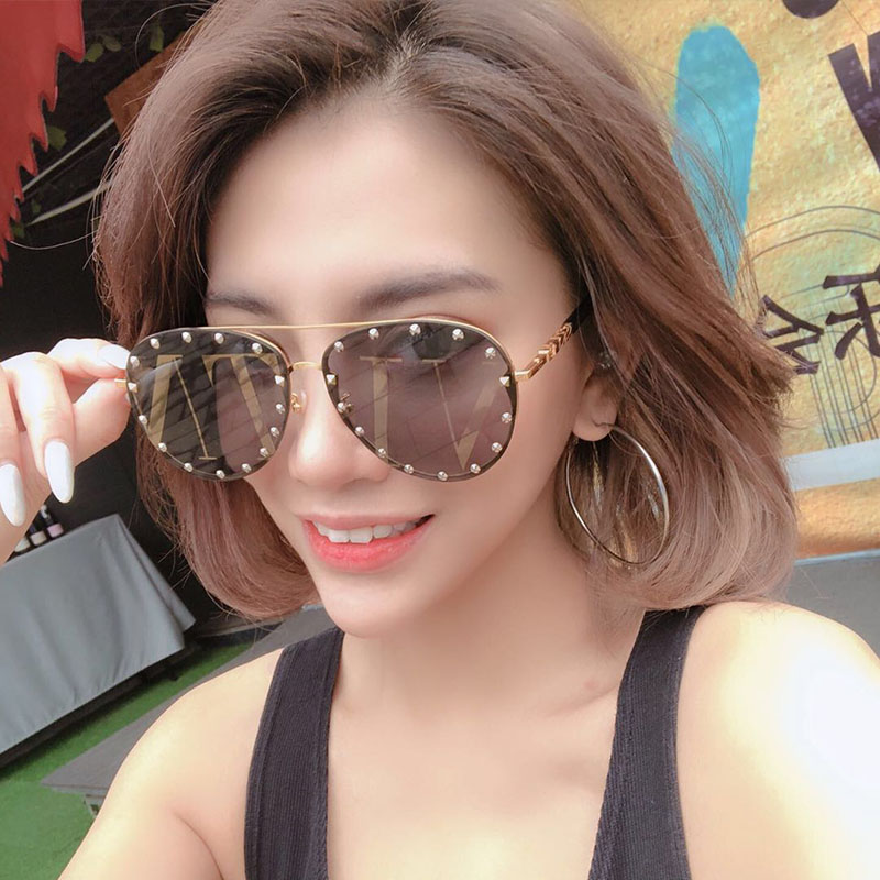 2019 Fashion Female Rivet Shades Big Frame Pilot Style Sunglasses Women Luxury Brand Designer Vintage Letter Lens Sun Glasses