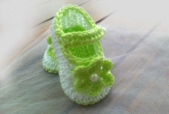 Håndlavede dejlige croceht spædbarnsflasker gaver babyhæklede sko Babystøvler, hvid nyfødte