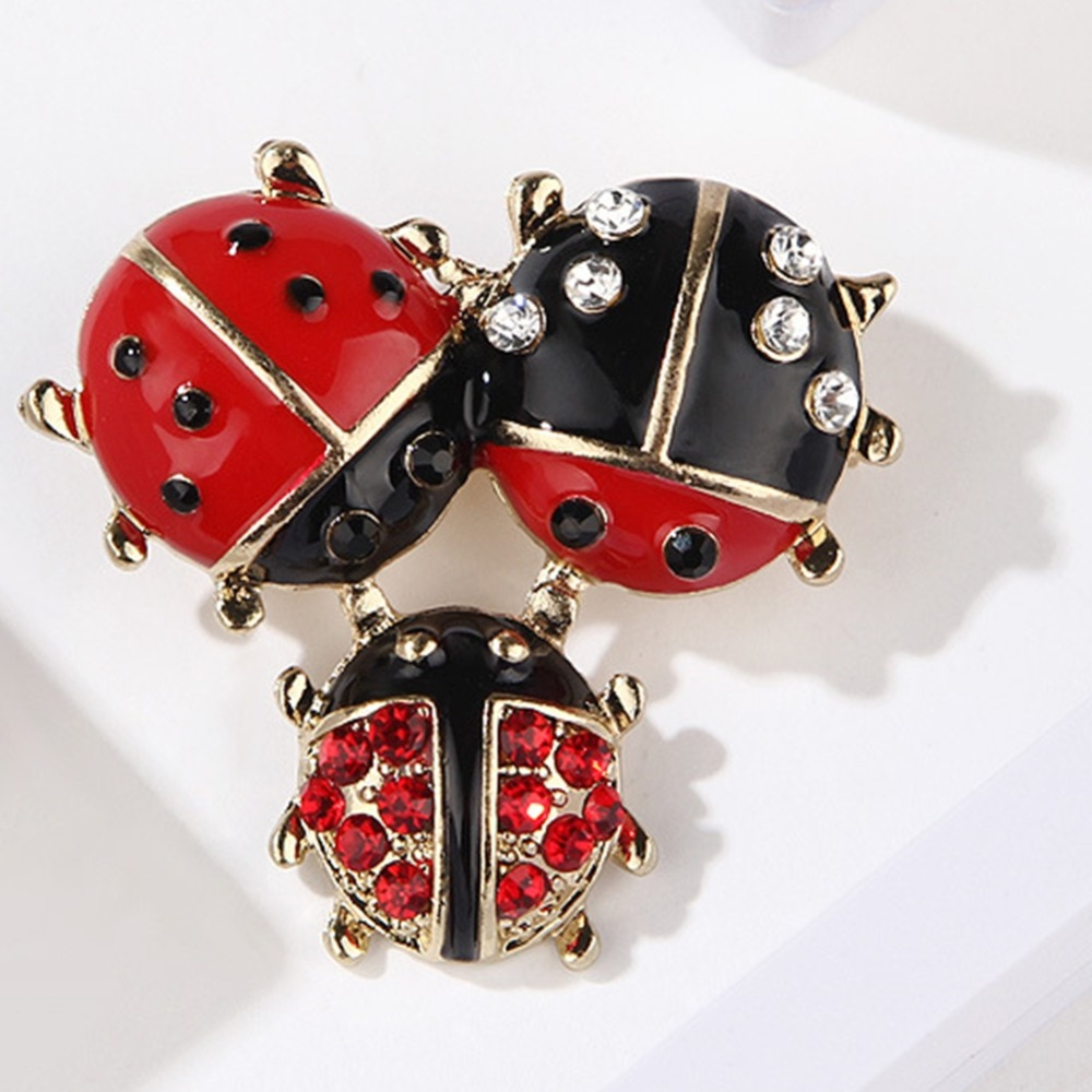 Unisex Cartoon Minimalistic Oil Drop Three ladybug Brooches For Women Wedding Party Fashion Jewelry Accessory Insect Lapel Pins in Brooches from Jewelry Accessories