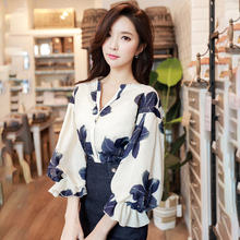 Dabuwawa Women Beige Spring Three Quarter Sleeve Floral Print Blouse Sexy V Neck Ruffle Shirts Vintage Tops D18AST042